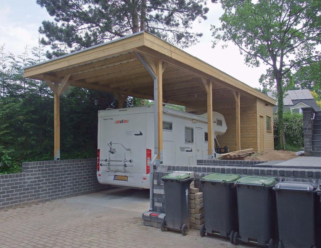houten carport voor camper met berging voor tuingereedschap of campingspullen